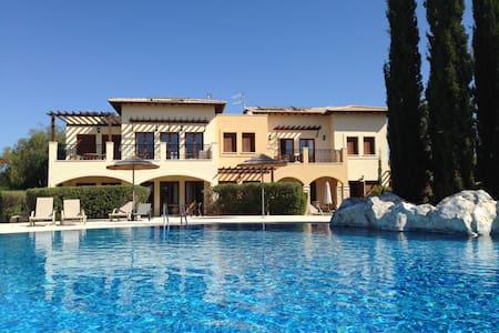 Poolside Apartment Aphrodite Hills - Kouklia
