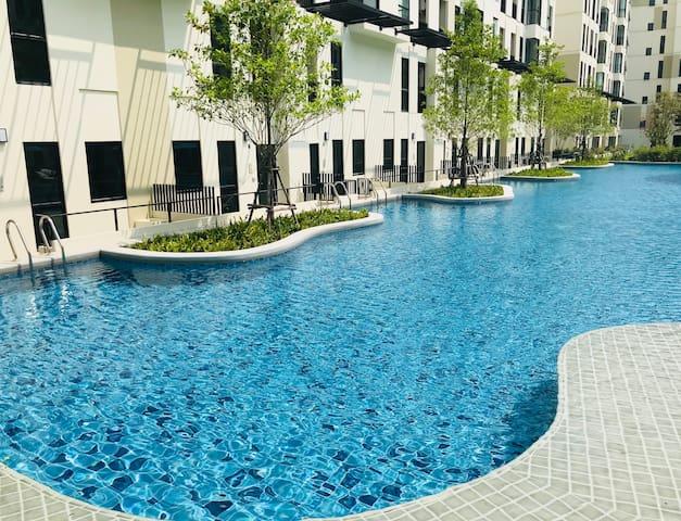 unio72 · BTS 600米泳池公寓 近三头神像 /暹罗 娜娜