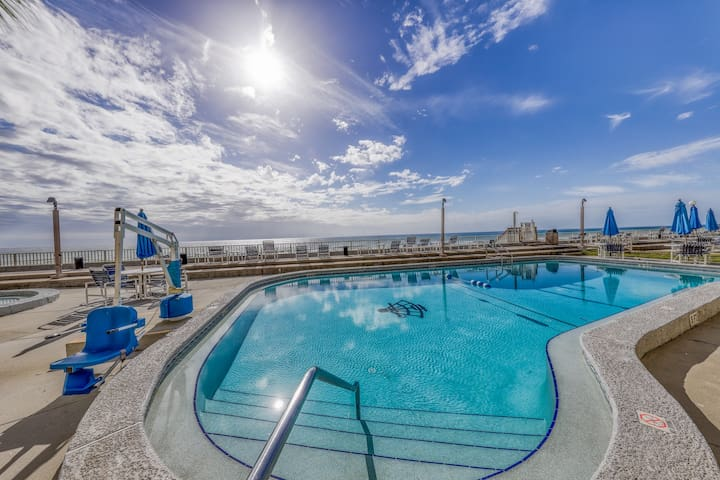 Gorgeous beachfront condo with shared pool/hot tub and beach access