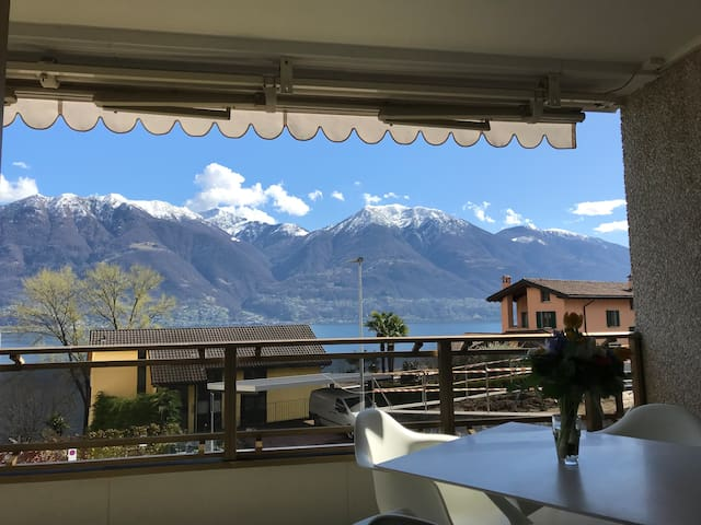 Beautiful apartment with lake view near Locarno