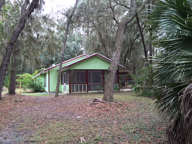 Serene Lake Cottage Near G'Ville FL - Hawthorne - Blockhütte