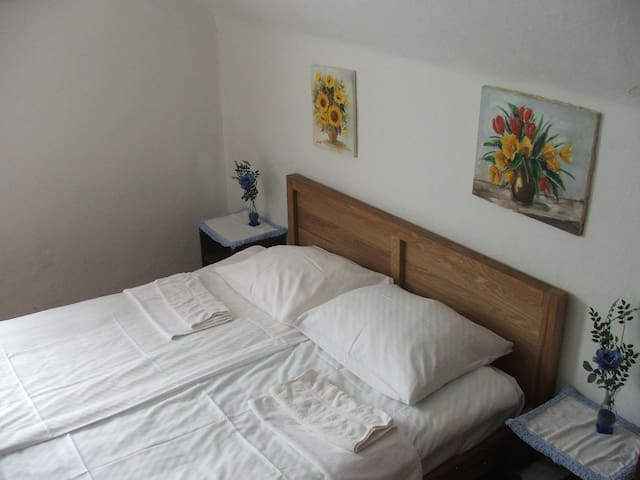 Single Room with Share bathroom - Cerklje na Gorenjskem - Aamiaismajoitus