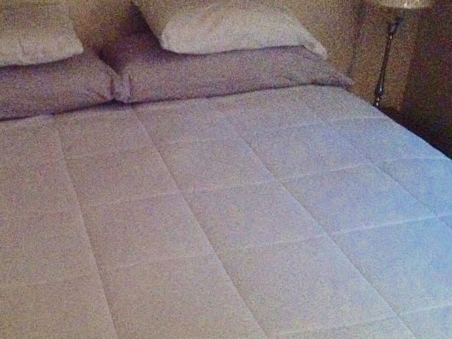 KING SIZE COMFORTABLE BED