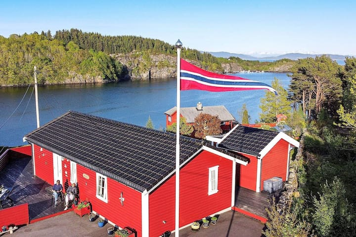 7 person holiday home in KLOKKARVIK