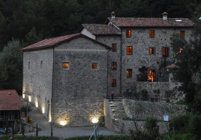 A spiritual paradise in Tuscany . - Fabbriche di Vallico