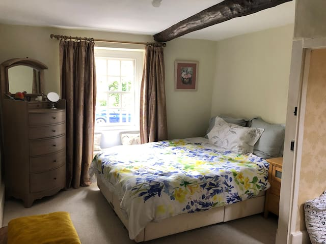 Woodstock Town, A double room in a period property