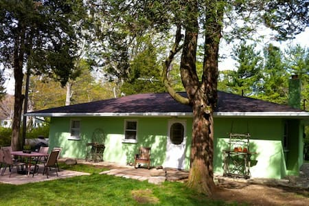 Z Green Cottage in Glenn Mich - South Haven Charter Township - Talo