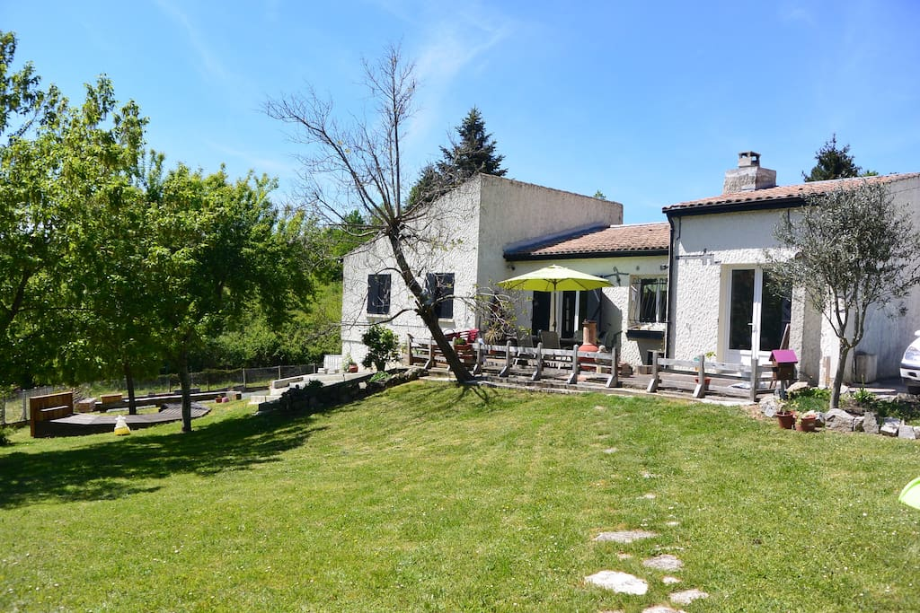Maison au calme houses for rent in saint caprais de for Au jardin guest house welkom