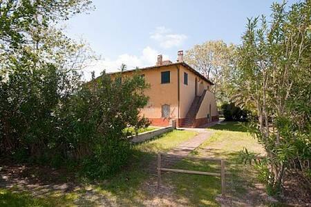 BEL CASALE DI CHARME con giardino - Giannella - House