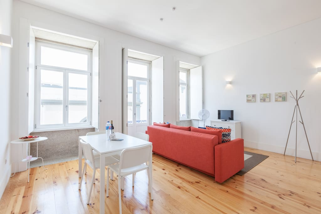 Windows, wooden floor and plenty of space in the living room - Oporto Sunset Blue Balcony flat!