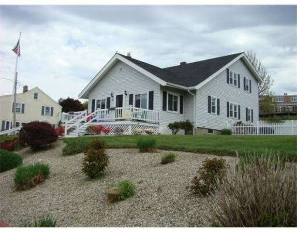 4 Bed / 2 Bath Across From Beach - Plymouth - House