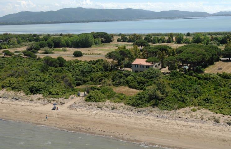 antico casale direttamente sulla spiaggia