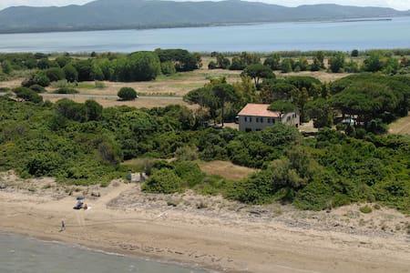 antico casale direttamente sulla spiaggia - Giannella - House