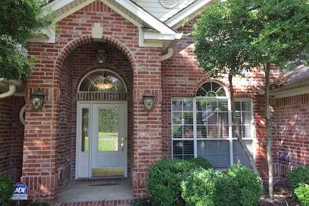 Spacious Maumelle Home on Shaded Corner Lot