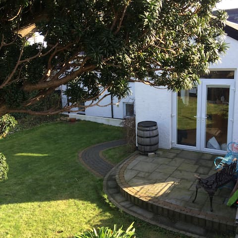 250yo Seaview Cottage, Sleeps 8, - Carnlough