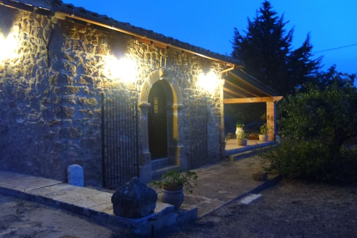 Renting rooms in amazing farmhouse - Barrafranca - Villa