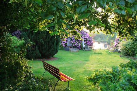 Schönes Häuschen am Mühlteich mit Gartennutzung