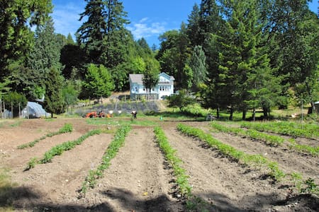 Hazelnut Grove Farm Suite Stay  - Victoria - Rumah