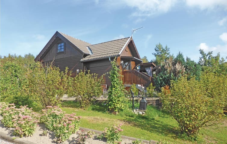 Holiday cottage with 2 bedrooms on 80m² in Malmköping