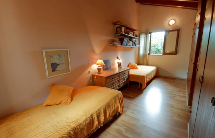 Room whit two single beds - Mendoza