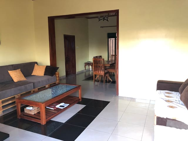 Clean and new house with fast WiFi for a dog lover