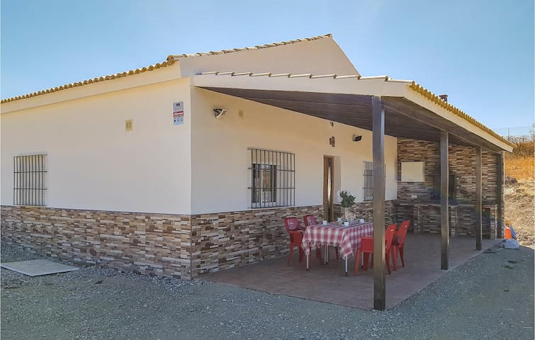 Holiday cottage with 4 bedrooms on 90m² in Olvera
