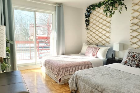 Longueuil unit near Downtown Montreal Parking incl
