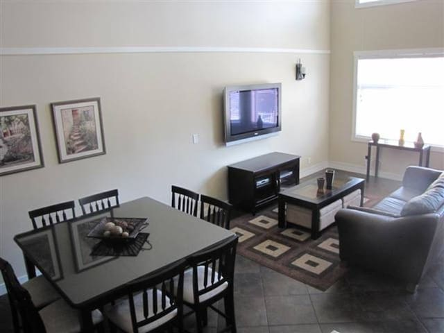3 Bedroom Mara Lake Lakefront Condo