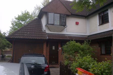 Room to let in Newham, London - Лондон - Дом