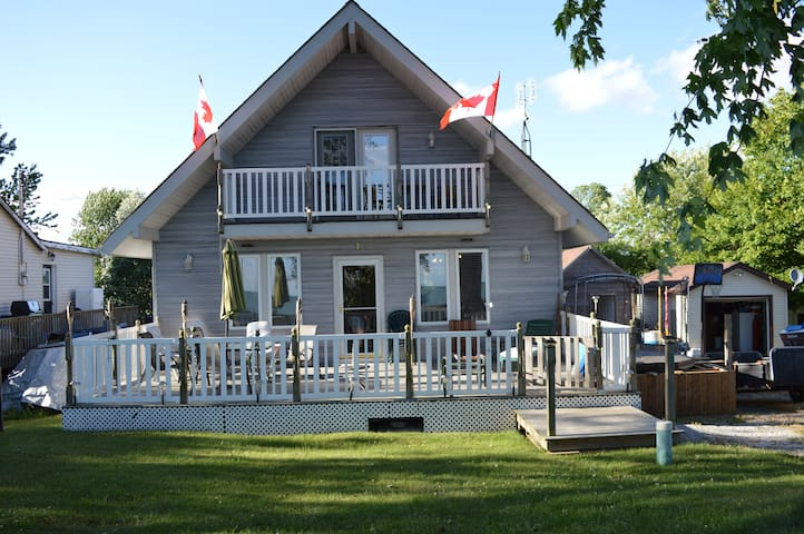 Lakeview cottage with private beach - Selkirk