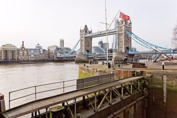 Adventurous London Tower Bridge Yacht, entire boat