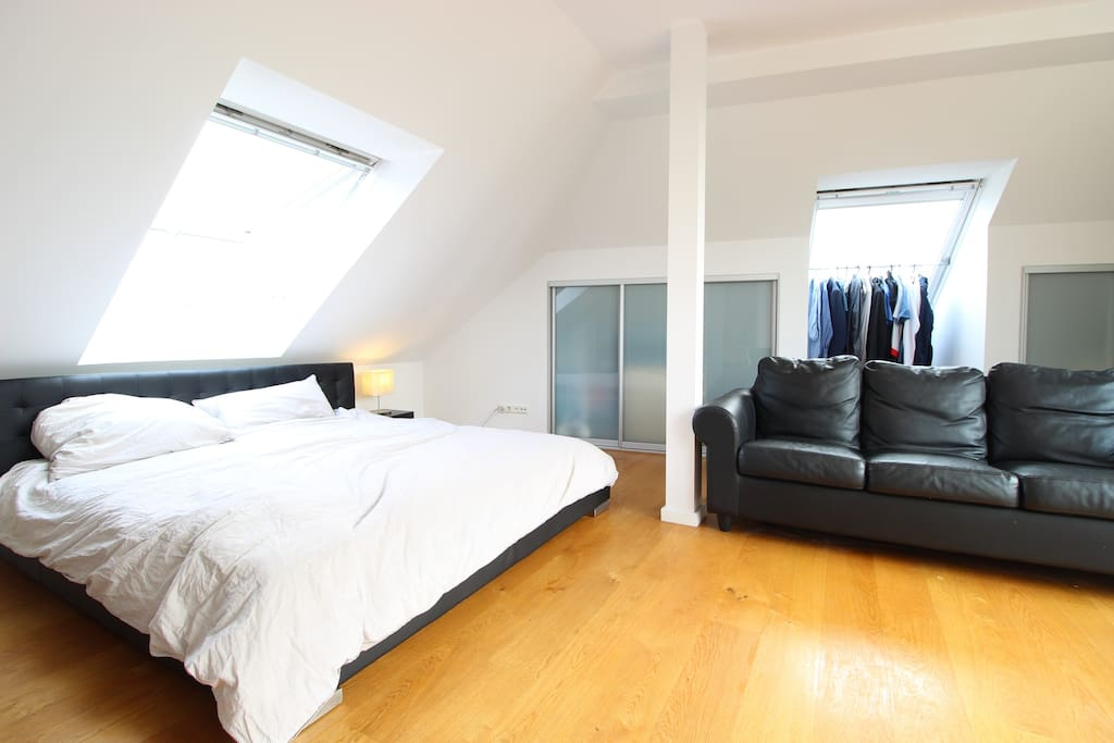 The cozy double bed right beneath the big window will allows you to recharge your batteries after a day in the city.