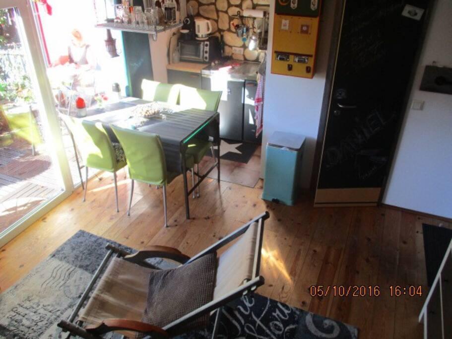 gem tliches kleines haus mit teich und garten h user zur miete in bergisch gladbach nordrhein. Black Bedroom Furniture Sets. Home Design Ideas