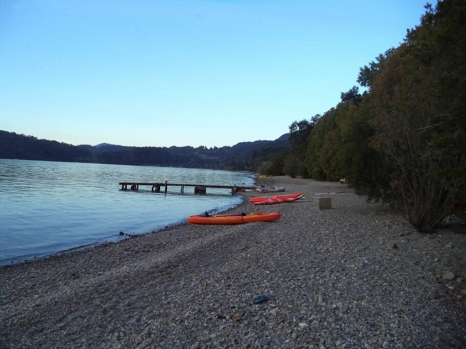 Kayacs en la playa