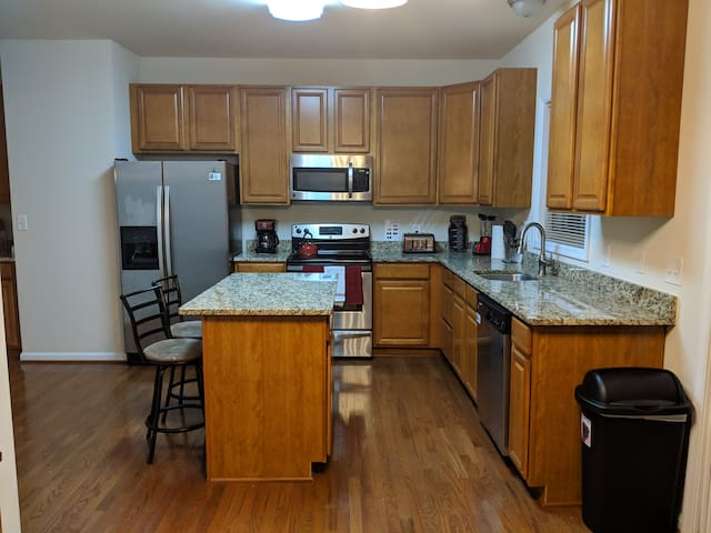 Beautiful fully equipped kitchen with stainless steel appliances and granite countertops!