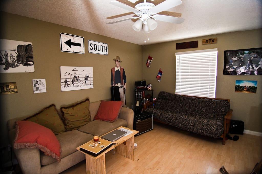 South Austin Aptmnt Room for rent