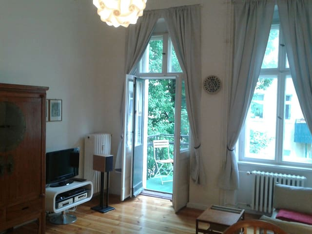 Heller ruhiger 70qm Altbau, Toplage - Berlín