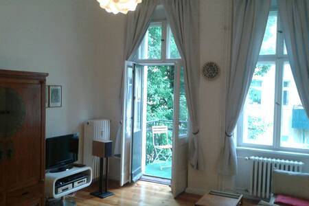 Heller ruhiger 70qm Altbau, Toplage - Berlin - Apartment