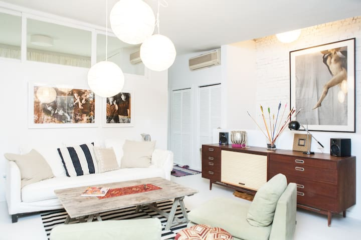 2 Bedroom East Village Oasis - New York - Apartment