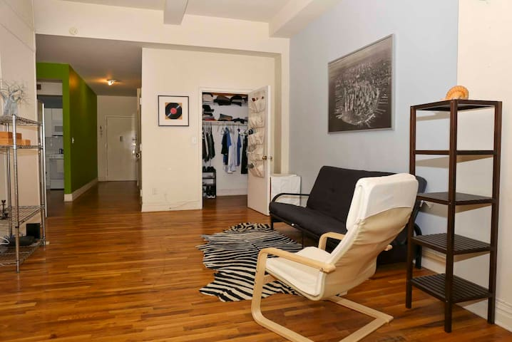 1 br in a 3 br apt, midtwon east