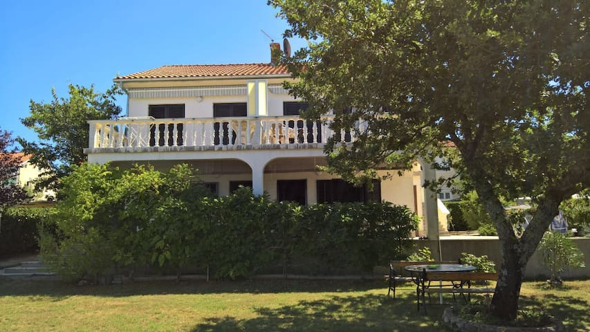 NEW Apartment Kremenići-green oasis with sea view