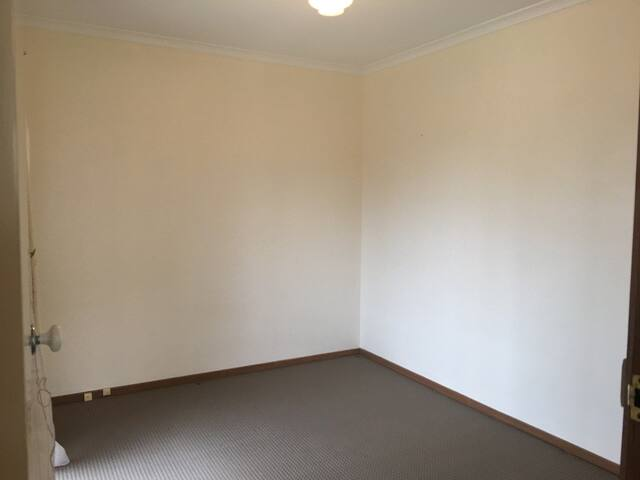 New Spacious Private Room in Box Hill South