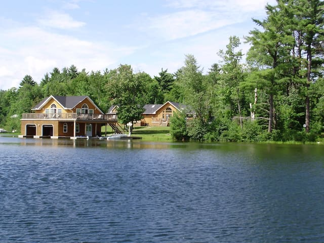 Lake Joe - 7 Bedroom Upscale Cottage. Quiet Bay. - Parry Sound
