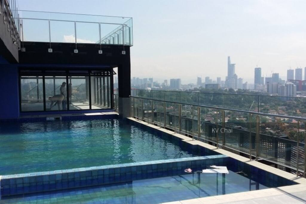 Infinity Swimming pool & Gym