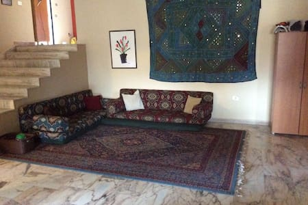 Arabic Couches for Tyre Explorers in a Family Home - Tyre - Appartement