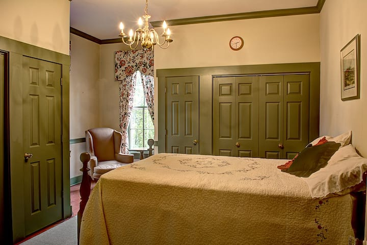 Emma's Bed and Breakfast (Reese's Retreat)