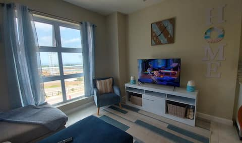 Warm and Cozy, conveniently located 1BDR suite