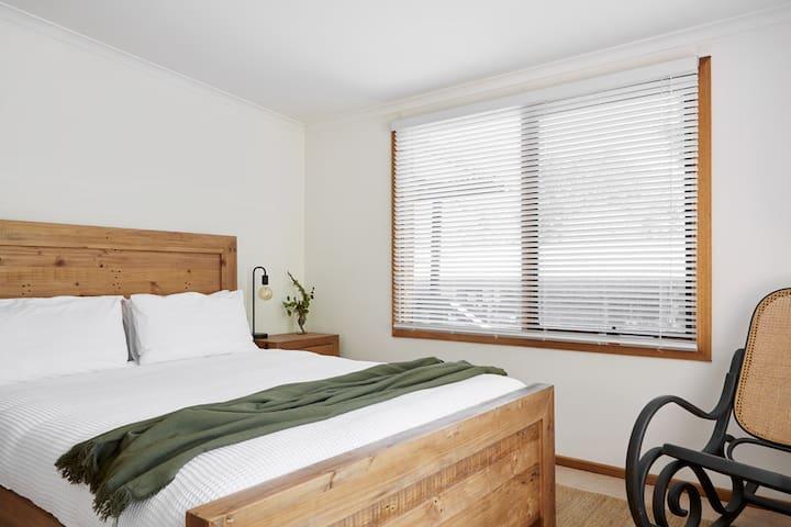 2nd Bedroom: Sleeps 2 / Queen Bed