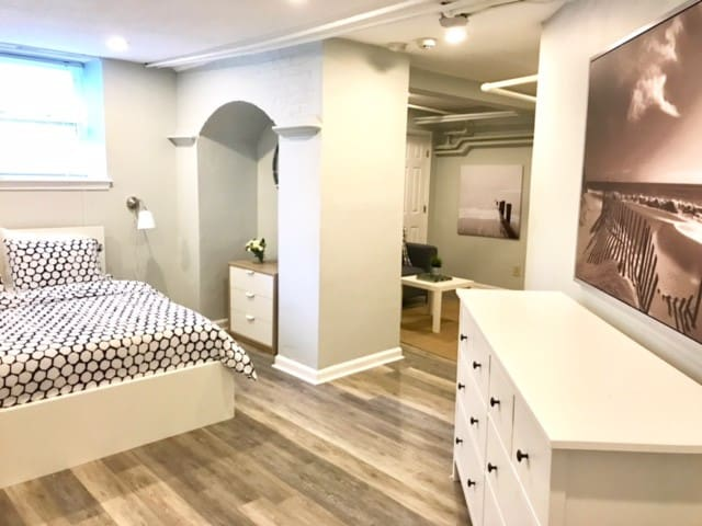 Newport Studio Close to Downtown and Beaches!