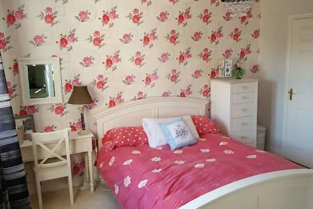 Stunning 2 Double bedrooms+ensuite - Cumbernauld